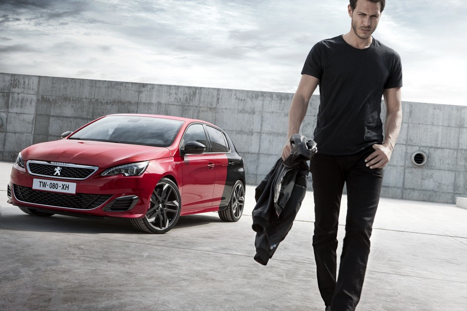 Photo officielle de la Peugeot 308 GTi by Peugeot Sport (Cour)
