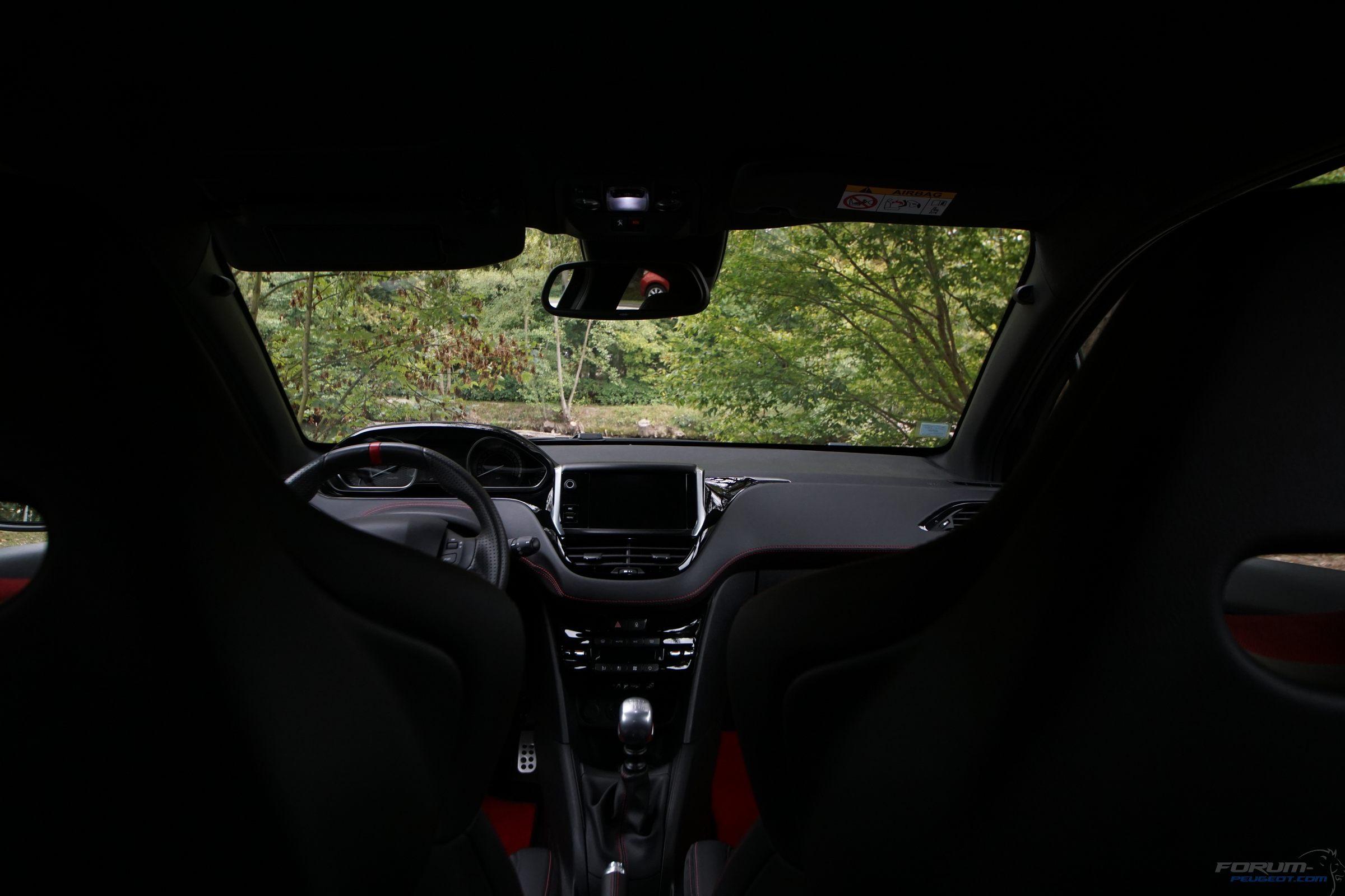 208 GTi by Peugeot Sport (2016)