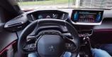 Peugeot e-2008 personnalisation éclairage d'ambiance rouge
