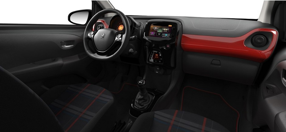Maj la peugeot 108 gagne une version gt line forum for Interieur peugeot 108