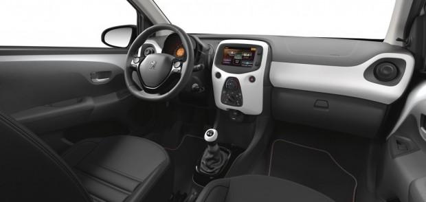 L'habitacle de la Peugeot 108
