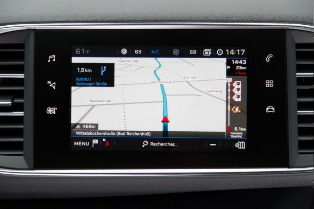 L'écran tactile est capacitif et la navigation connectée
