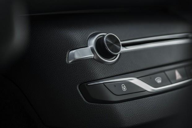 La console centrale épurée de la Peugeot 308