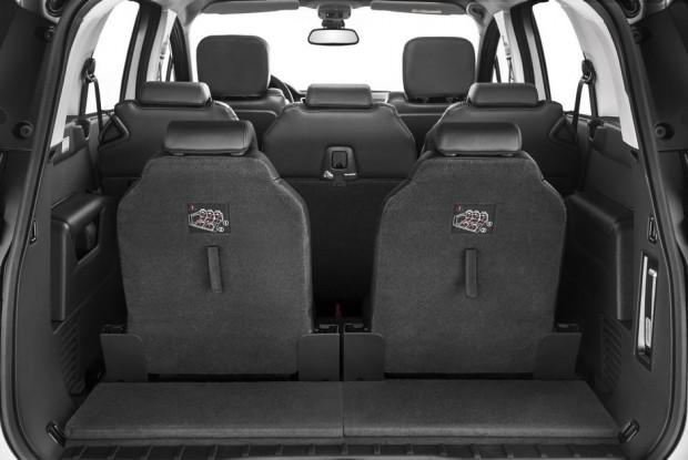 Les 2 sièges escamotables du Peugeot 5008