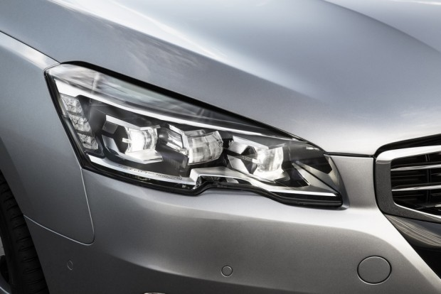 Les projecteurs Full LED de la Peugeot 508