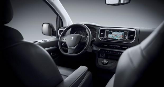Le poste de conduite du Peugeot Traveller