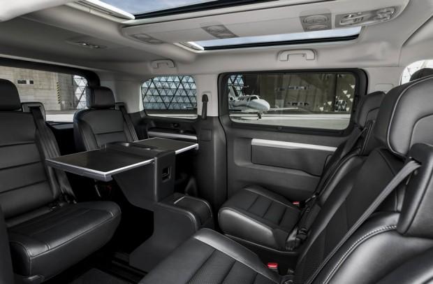 L'espace de travail du Peugeot Traveller Business VIP