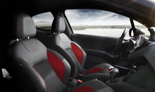 L'intérieur de la Peugeot 208 GTi
