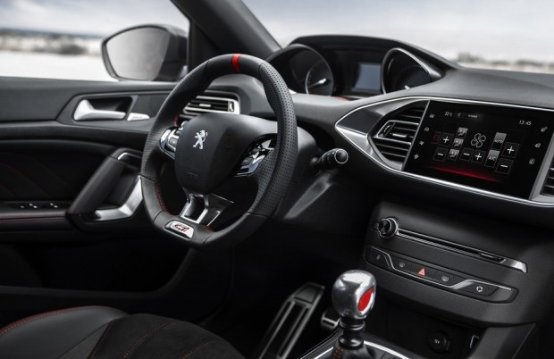 Le poste de conduite de la Peugeot 308 GTi by Peugeot Sport