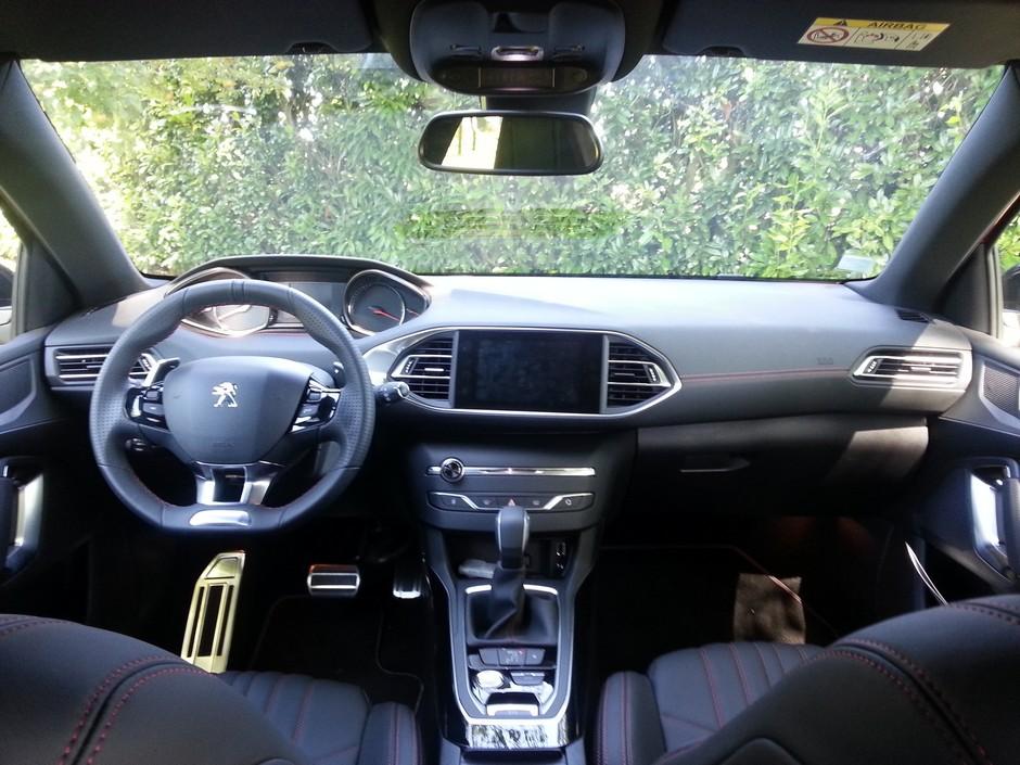 La Peugeot 308 à l'essai (2/6) : la vie à bord - Forum ...