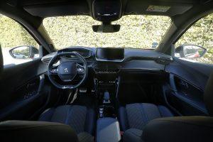 Planche de bord Peugeot e-2008 habitacle intérieur